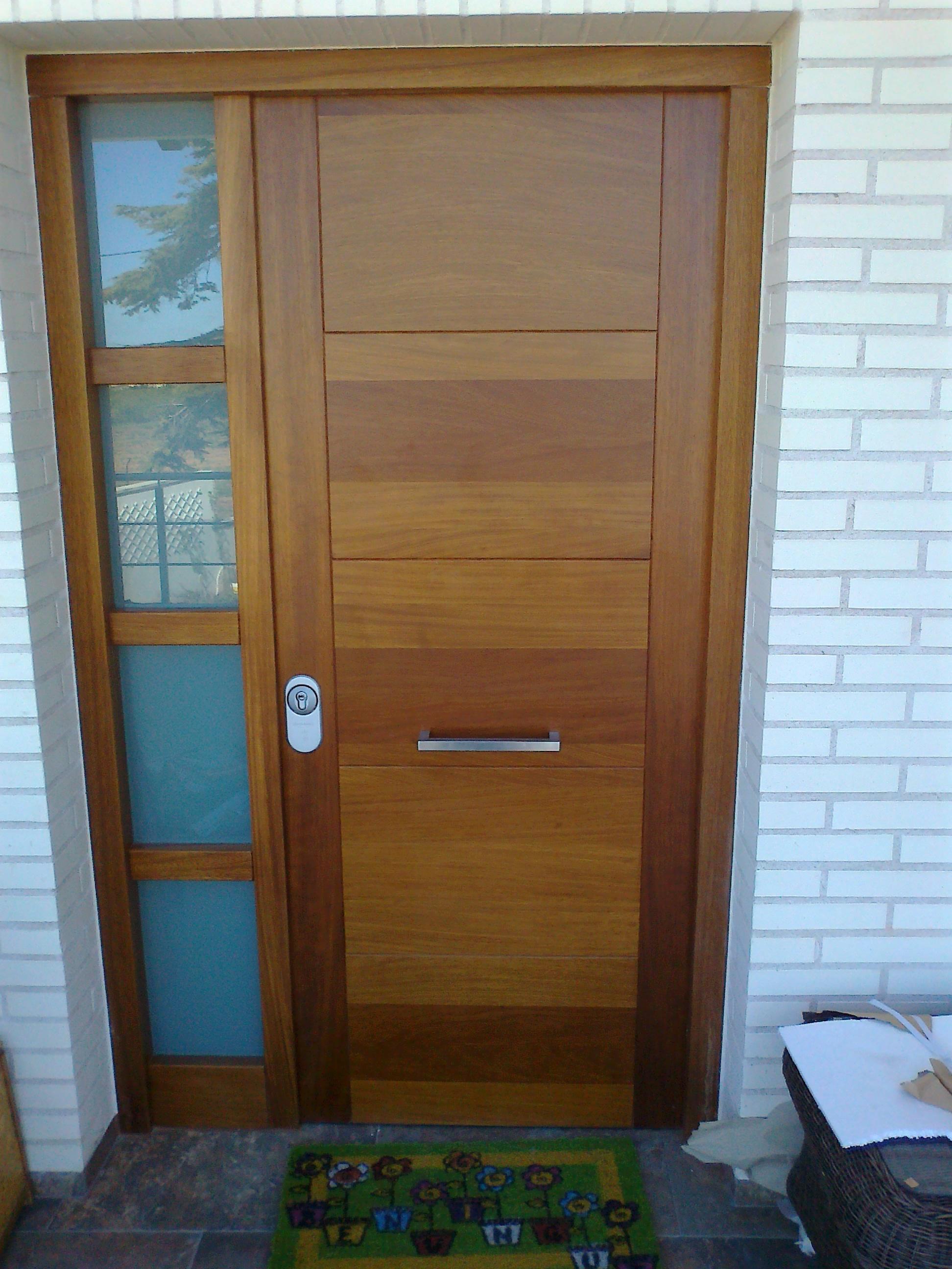 Md carpinter a for Puertas entrada madera maciza precios